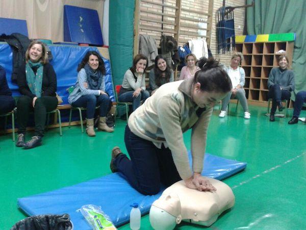 Éxito del curso de primeros auxilios para bebés y niños